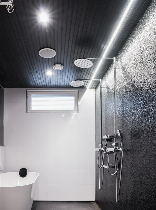 Pesuhuoneen valot led spoteilla tai paneeleilla
